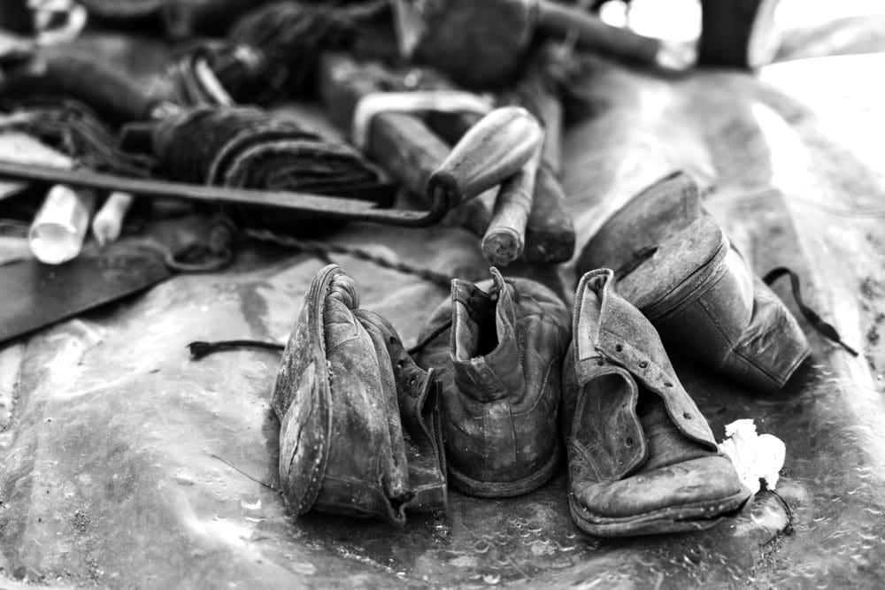 Két pár régi cipő új gazdát keres